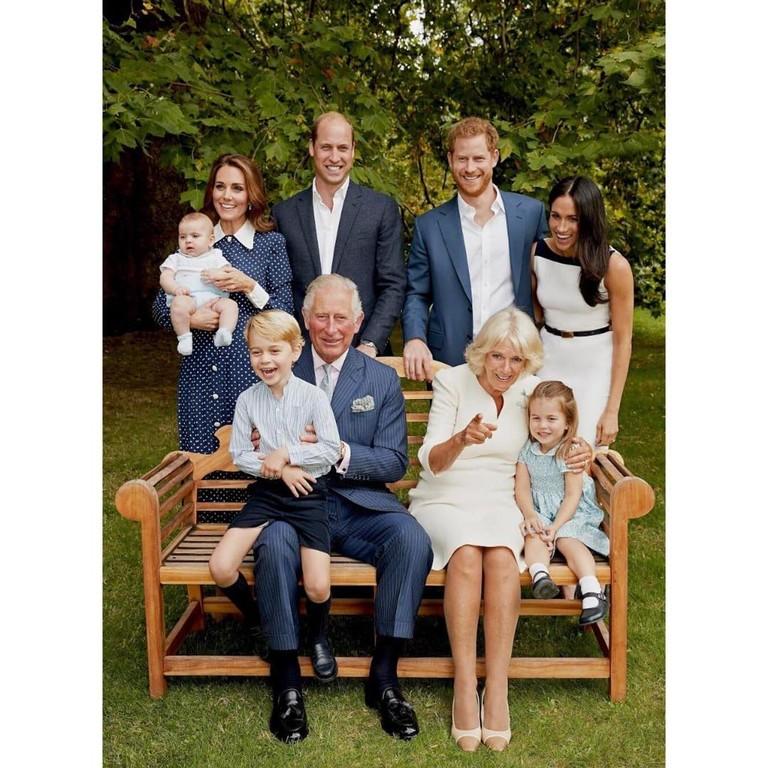 Принц Чарльз с супругой Камилой, герцоги Сассекский и герцоги Кембриджские с детьми