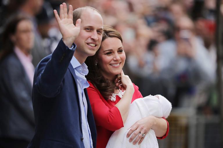 Принц Уильям и Кейт Миддлтон с новорожденным Луи