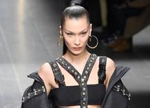 Белла Хадид в показе Versace