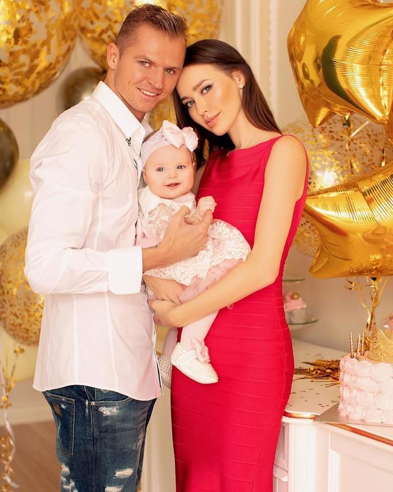 Дмитрий Тарасов и Анастасия Костенко с дочкой Миланой