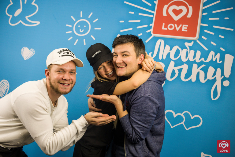 Мари Краймбрери и Красавцы Love Radio