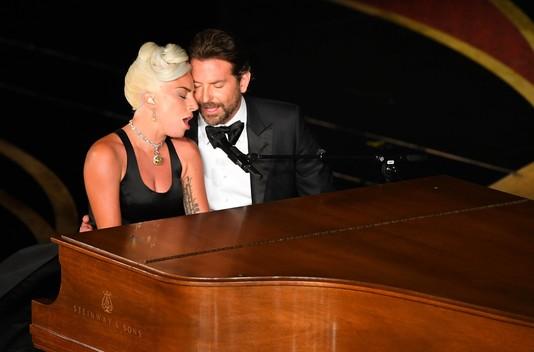 Леди Гага и Брэдли Купер на премии «Оскар»