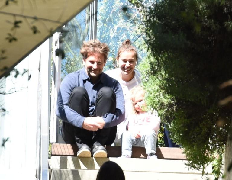 Брэдли Купер и Ирина Шейк с дочкой Леей