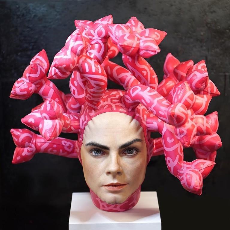 Скульптура Кары Делевинь