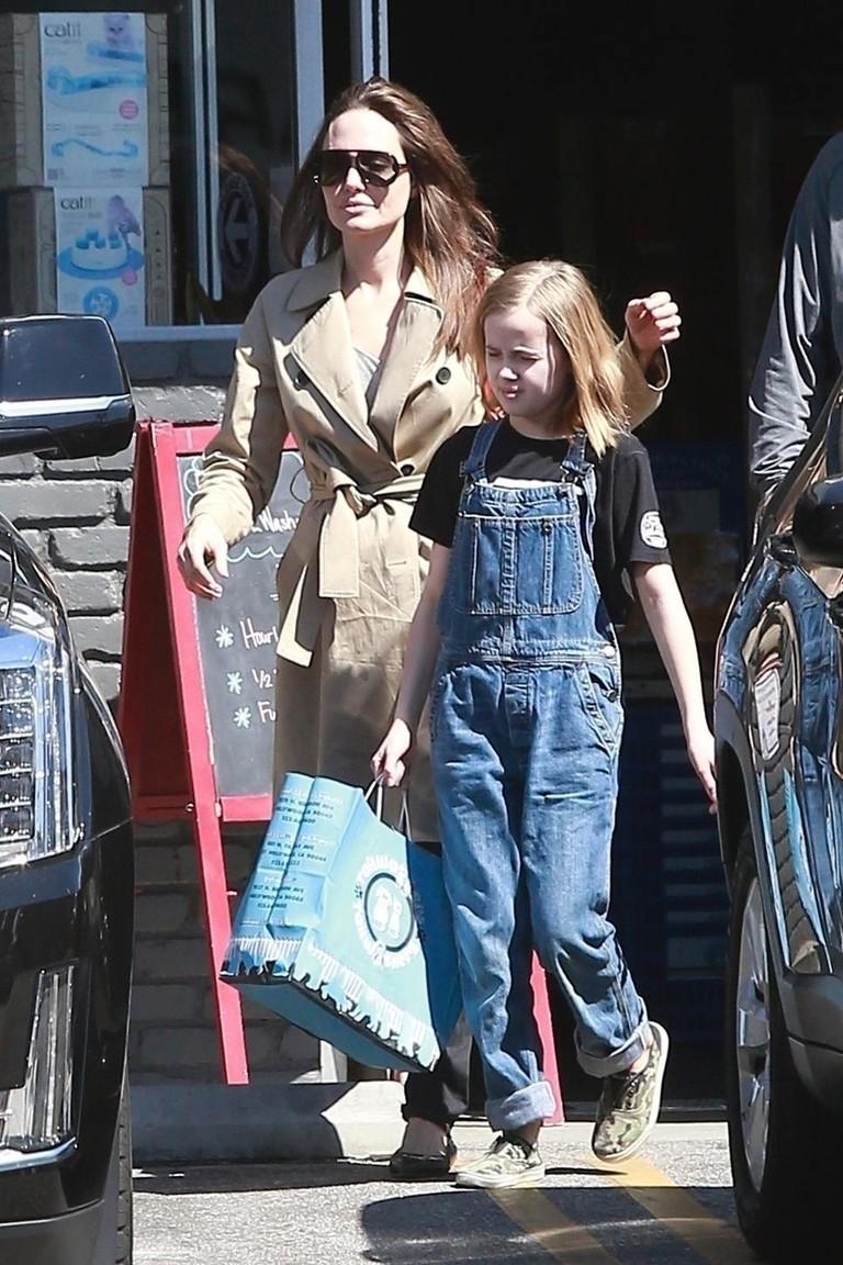 Анджелина Джоли с дочкой Вивьен