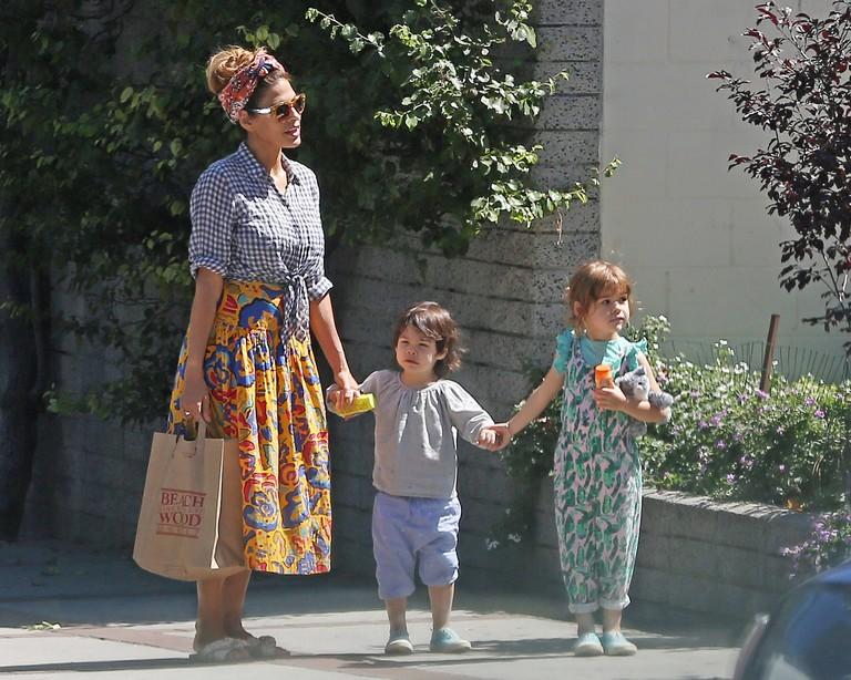 Ева Мендес с дочерьми