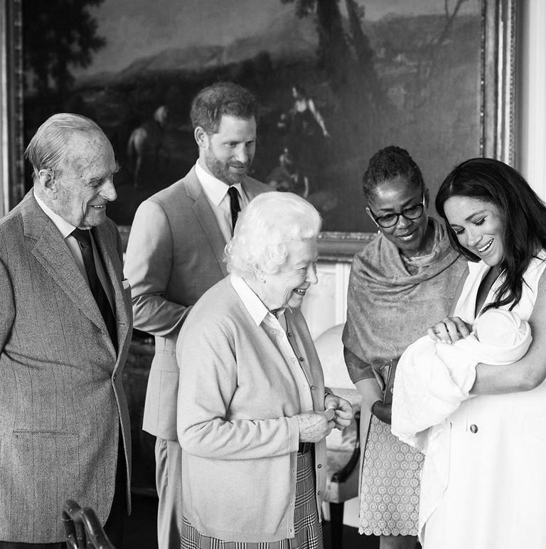 Принц Филипп, Елизавета II, принц Гарри и Меган Маркл с мамой и сыном