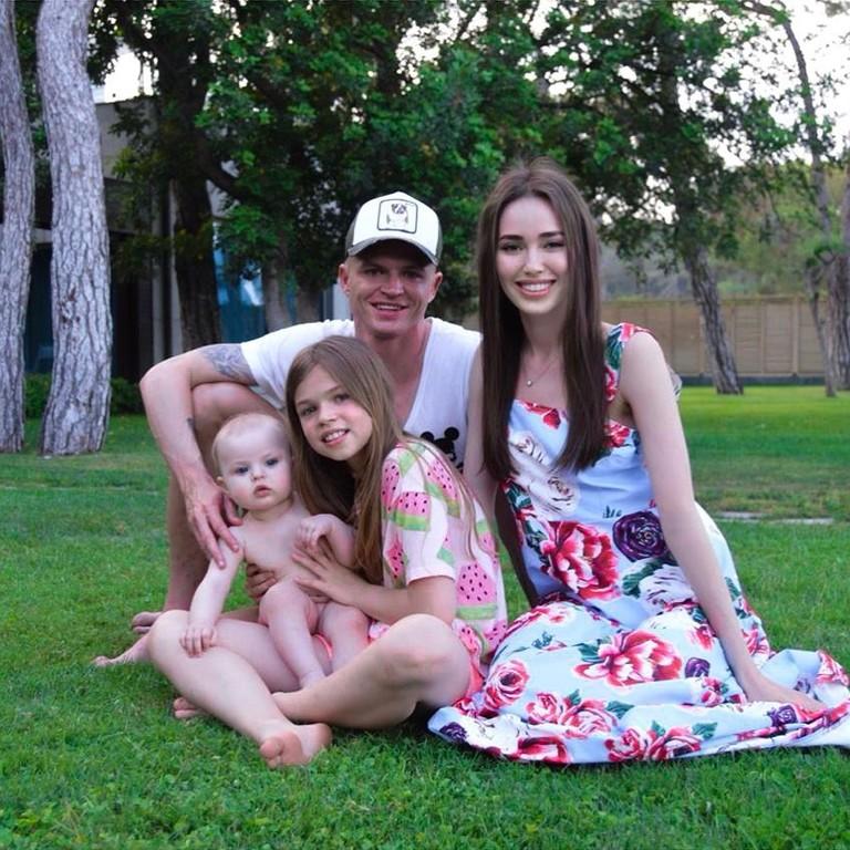 Анастасия Костенко и Дмитрий Тарасов с дочками