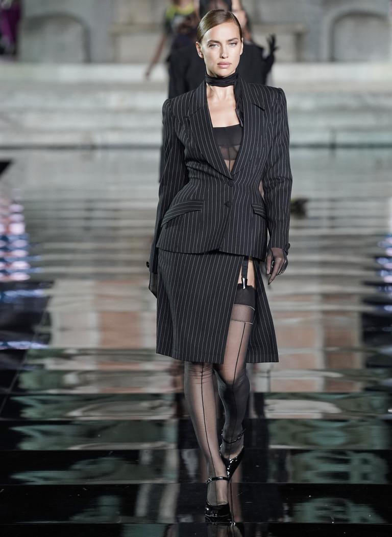 Ирина Шейк на показе CR Runway x LuisaViaRoma