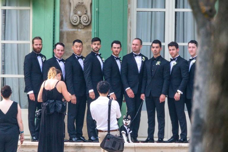 Джо Джонас с братьями и друзьями