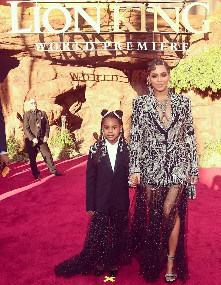 Бейонсе с дочкой Блу Айви на премьере «Короля Льва»