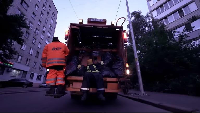 Кадр из клипа «Контракты»