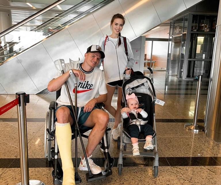 Дмитрий Тарасов и Анастасия Костенко с дочерью