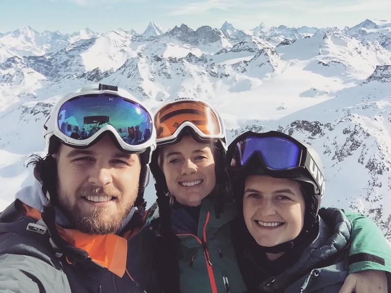 Крессида Бонас и Гарри Уэнтeорт-Стэнли с сестрой Луизой