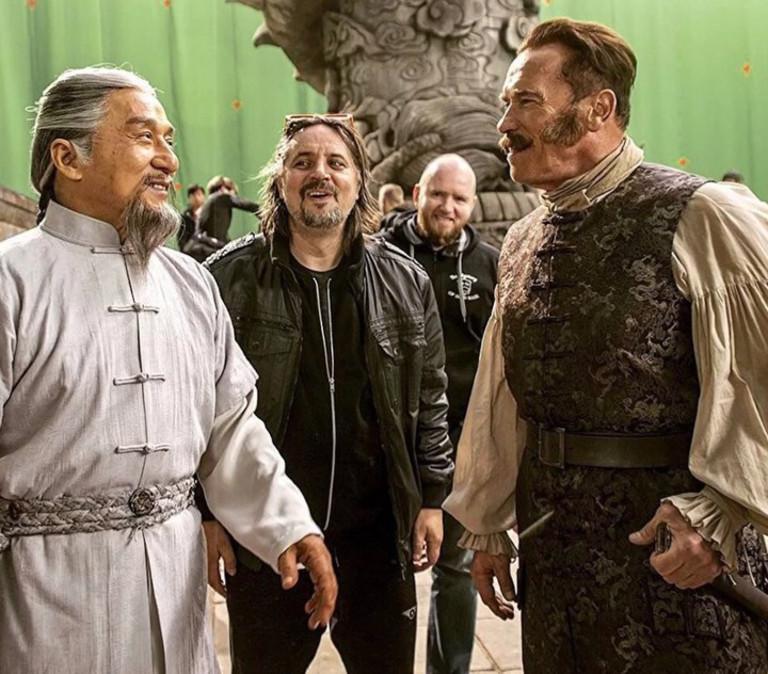 Джеки Чан и Арнольд Шварценеггер на съемках «Тайны печати дракона»