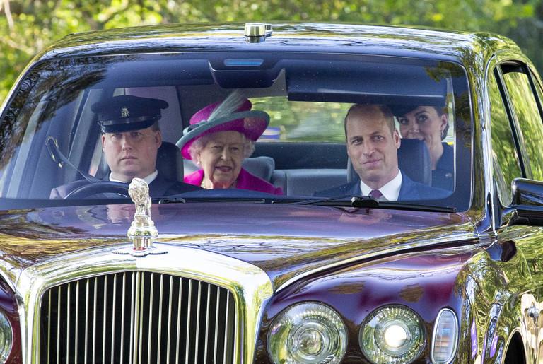 Королева Елизавета II, Кейт Миддлтон и принц Уильям