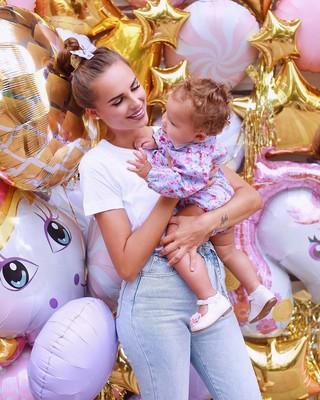 Ханна с дочкой