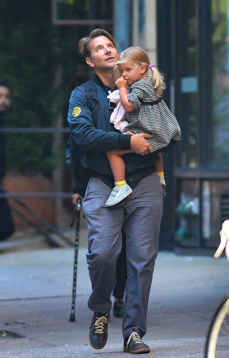 Брэдли Купер с дочкой Леей