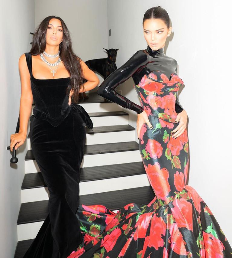 Ким Кардашьян и Кендалл Дженнер на «Эмми-2019»