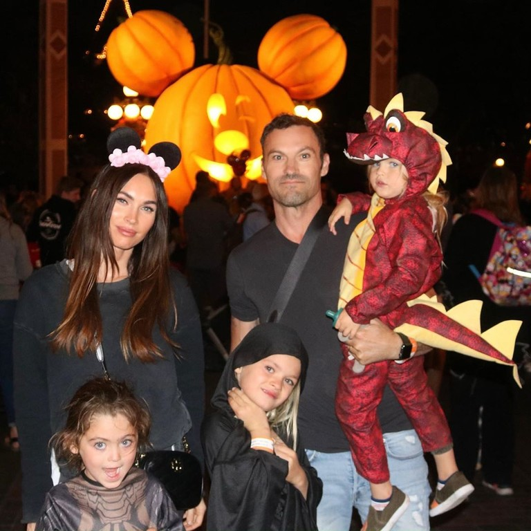 Меган Фокс с семьей