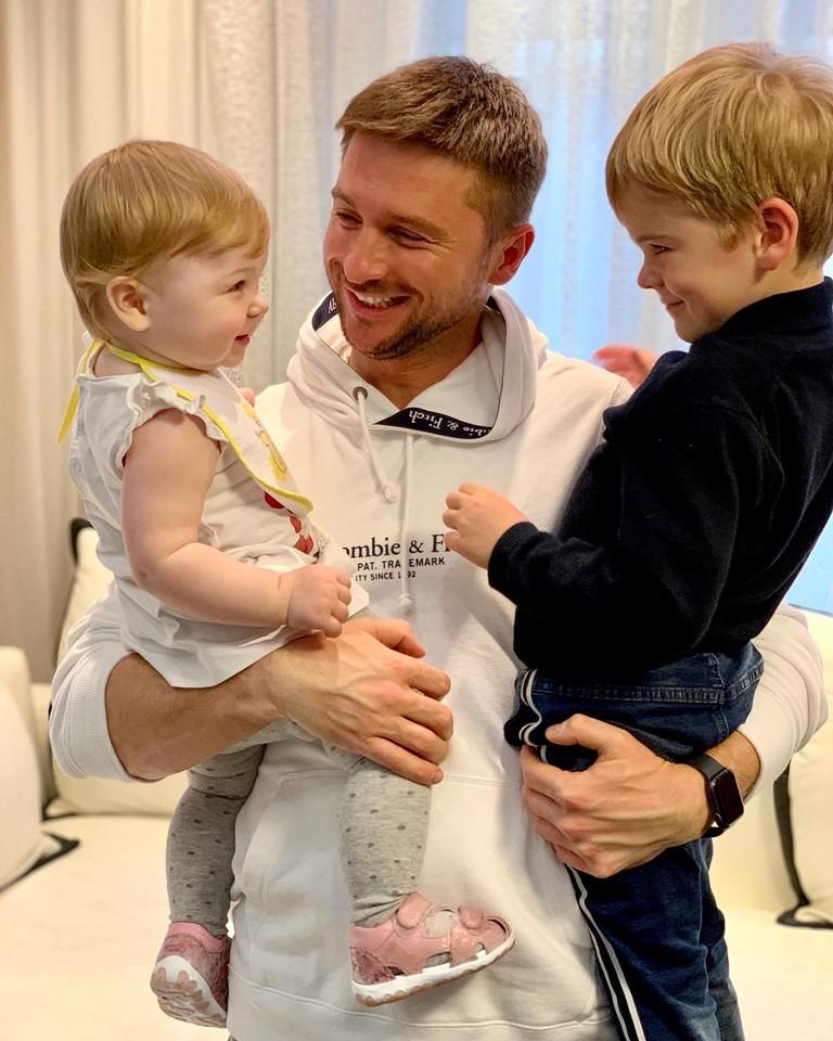 Сергей Лазарев с дочкой и сыном