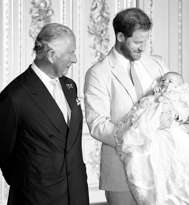 Принц Чарльз и принц Гарри с сыном Арчи