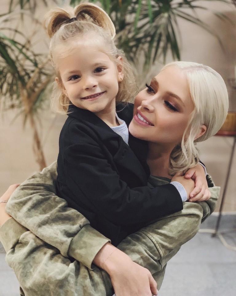 Алена Шишкова с дочерью Алисой