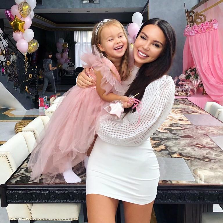 Оксана Самойлова с дочкой Майей