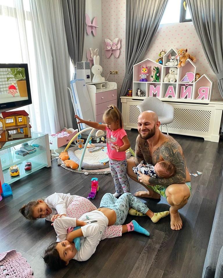 Джиган с детьми