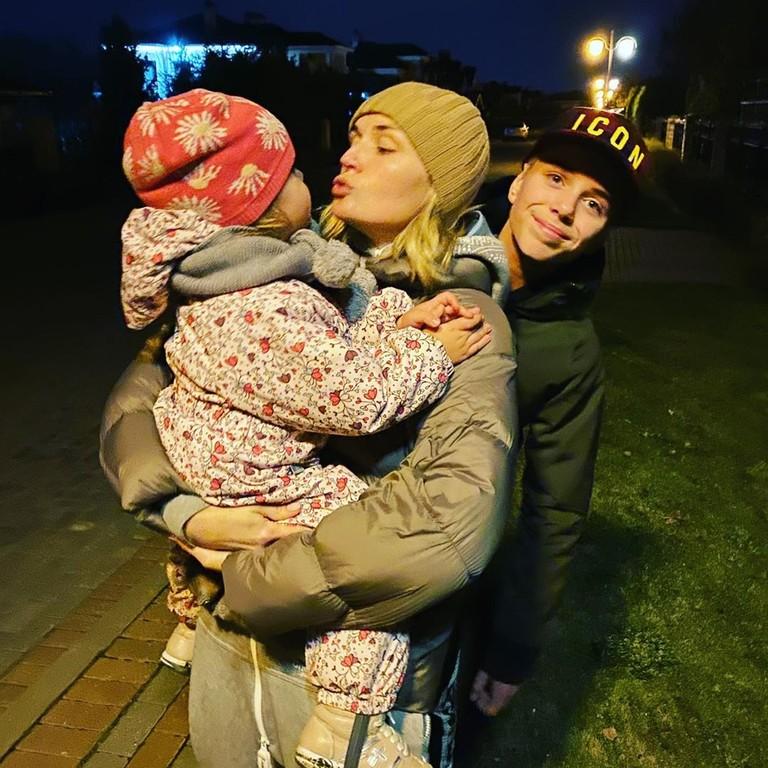 Полина Гагарина, ее сын Андрей и дочь Мия
