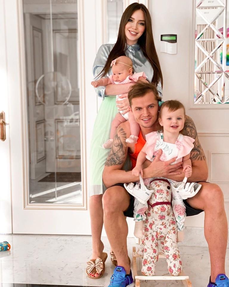 Дмитрий Тарасов, Анастасия Костенко и их дочери