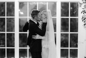 «Мне так повезло быть твоим мужем»: Джастин и Хейли Бибер отметили год со дня свадьбы