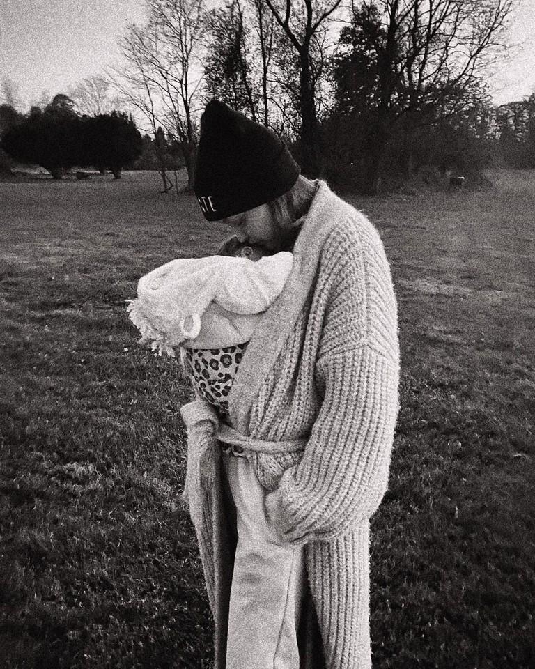 Джиджи Хадид с дочкой