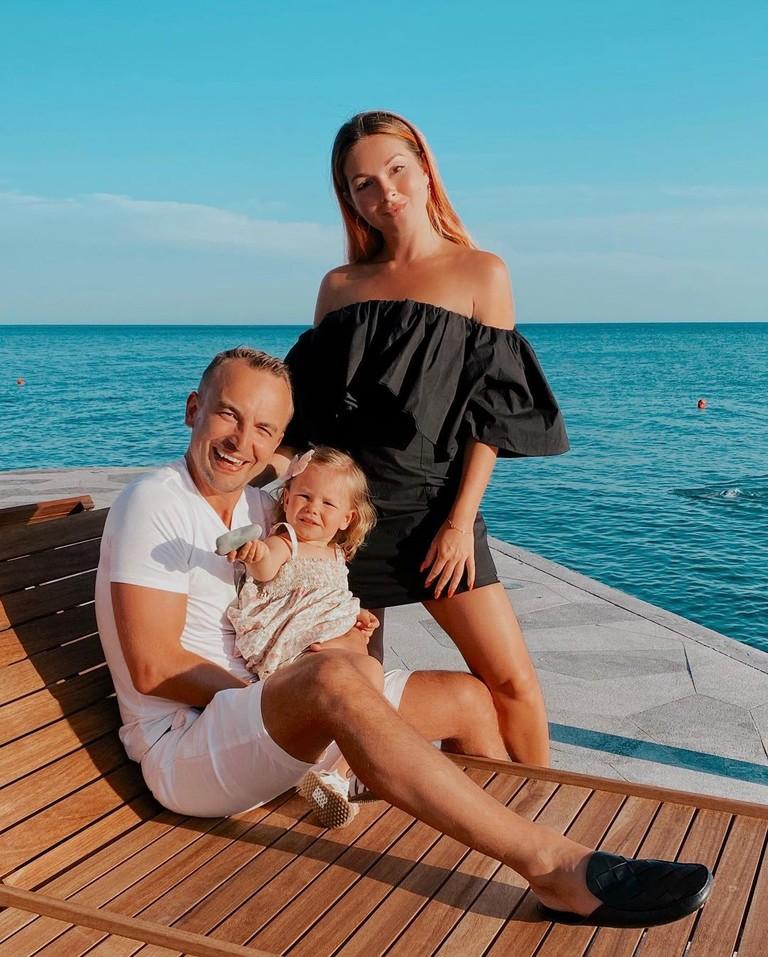 Нюша с мужем и дочерью