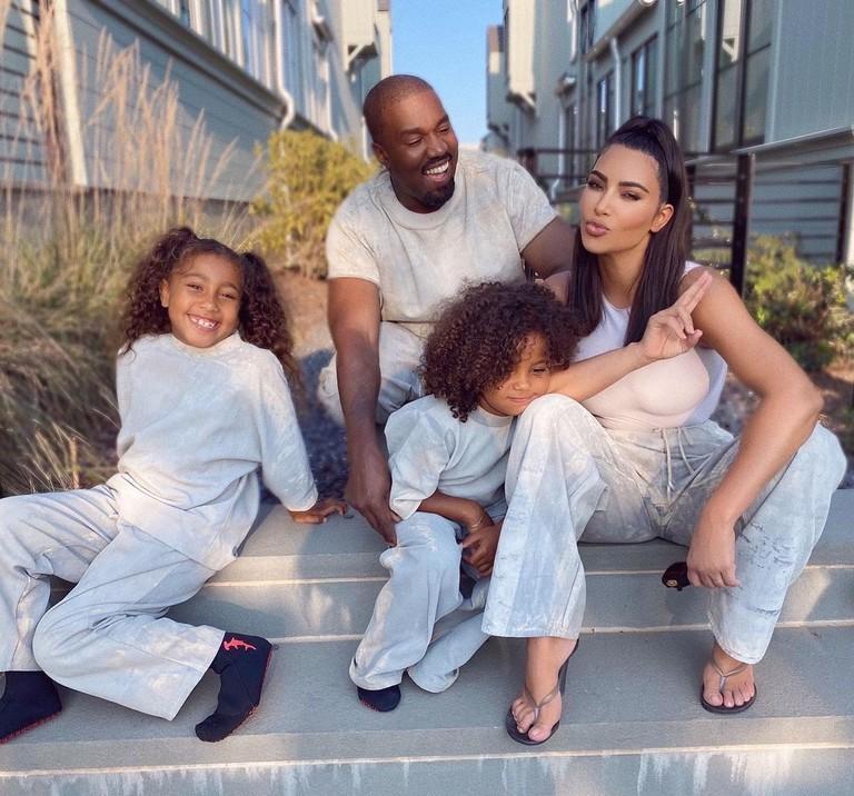 Ким Кардашьян и Канье Уэст с дочерьми