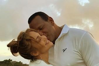 Дженнифер Лопес опровергла слухи о расставании с женихом