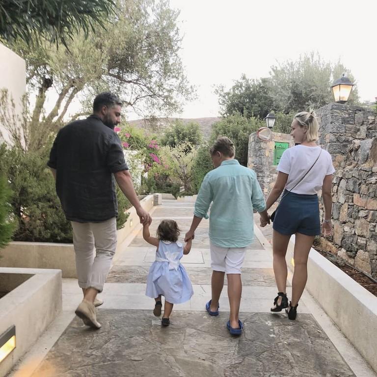 Дмитрий Исхаков и Полина Гагарина с сыном Андреем и дочкой Мией