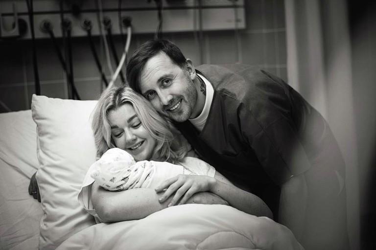 Юлианна Караулова и Андрей Чёрный с новорожденным сыном