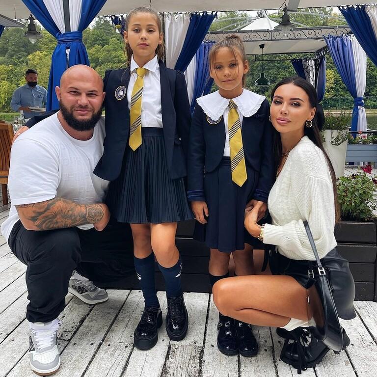 Джиган и Оксана Самойлова с дочками Ариелой и Леей