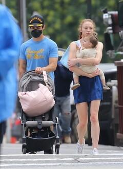 Софи Тернер и Джо Джонас с дочкой