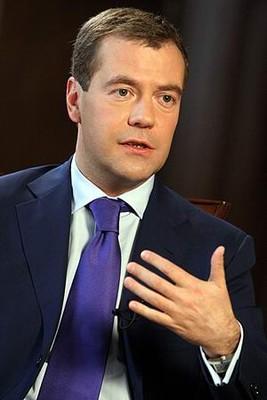 Медведев поможет спортивным чиновникам уволиться