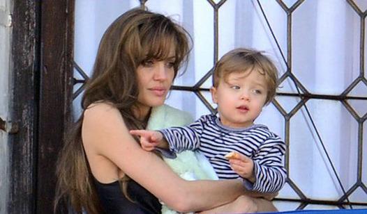 Анджелина Джоли с Ноксом