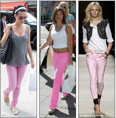 Что можно одеть с розовыми джинсами