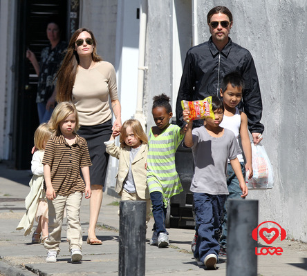 Brad pitt and jennifer aniston kids