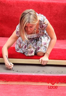 Дженнифер Энистон стала обладательницей личной звезды на Аллее славы