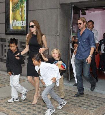 Семья Джоли-Питт отмечает день рождения Маддокса!