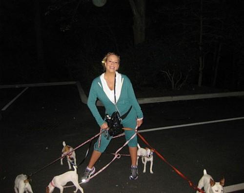Мэрайя Кэри и её питомцы на прогулке