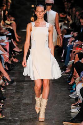 Показ «Victoria Beckham» на Неделе моды в Нью-Йорке