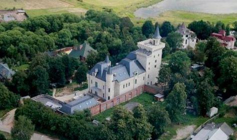 Замок максима галкина в грязи фото