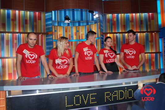 Ведущие LOVE RADIO в игре 100 к 1